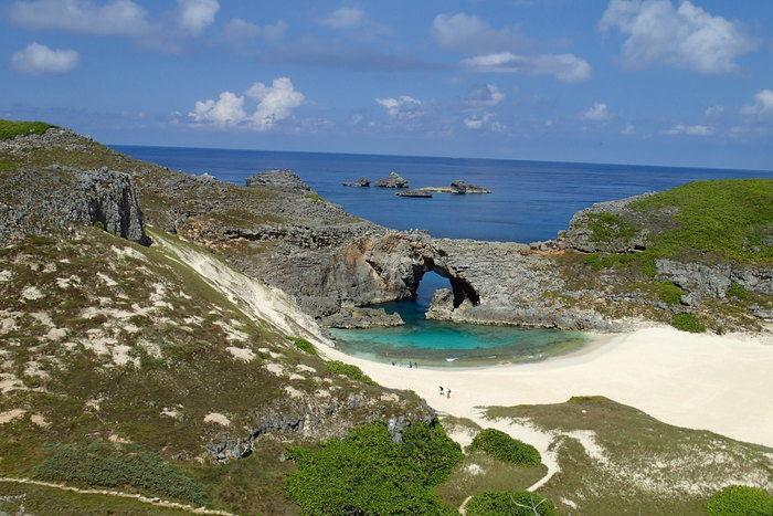 小笠原諸島父島の白い砂浜と青い海