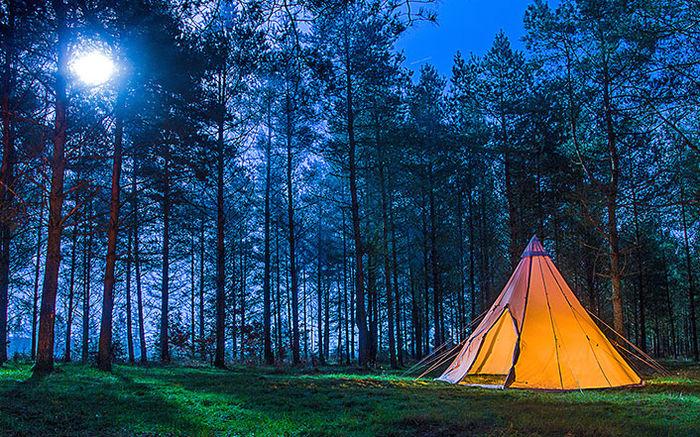 コットンテントを使用したキャンプの様子