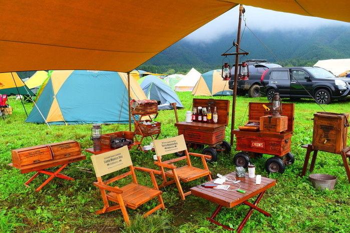 おしゃれなキャンプサイトの写真