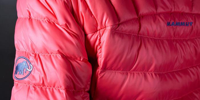 マムートのダウンジャケットのロゴ部分
