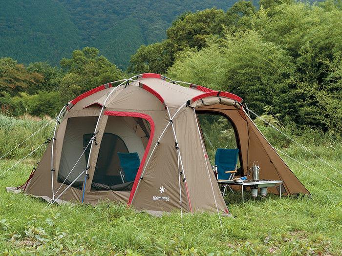 キャンプ場に設置されたスノーピークのテント、タシーク