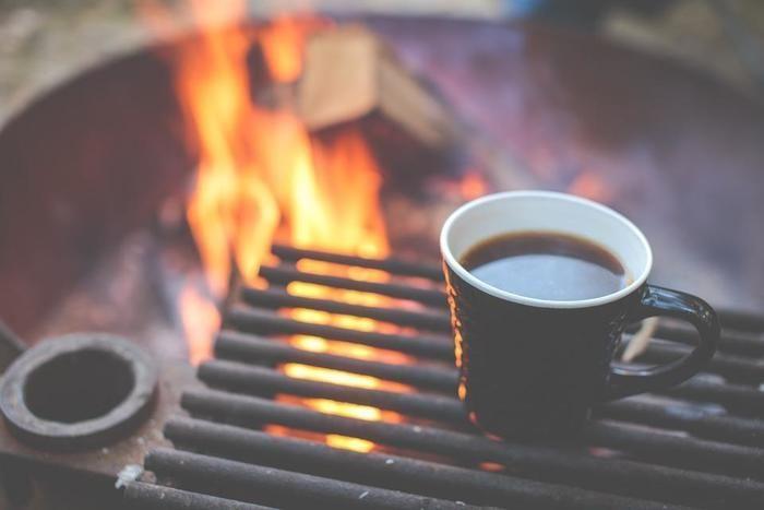 ソロキャンプの焚き火とコーヒー