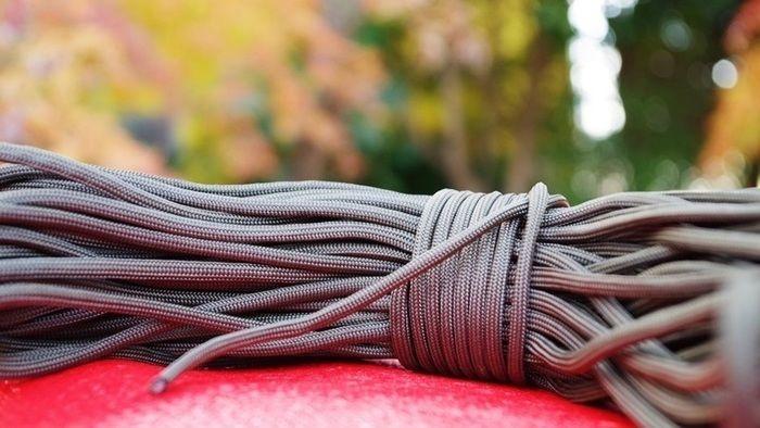 束ねられたロープの写真