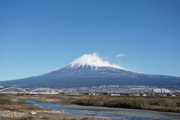 川が流れる富士山のふもと