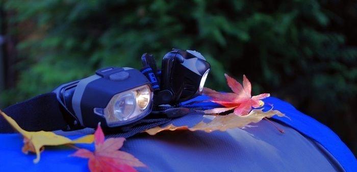 明かりのついたヘッドライト