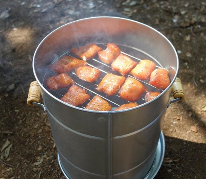 スモークウッドで燻製された肉