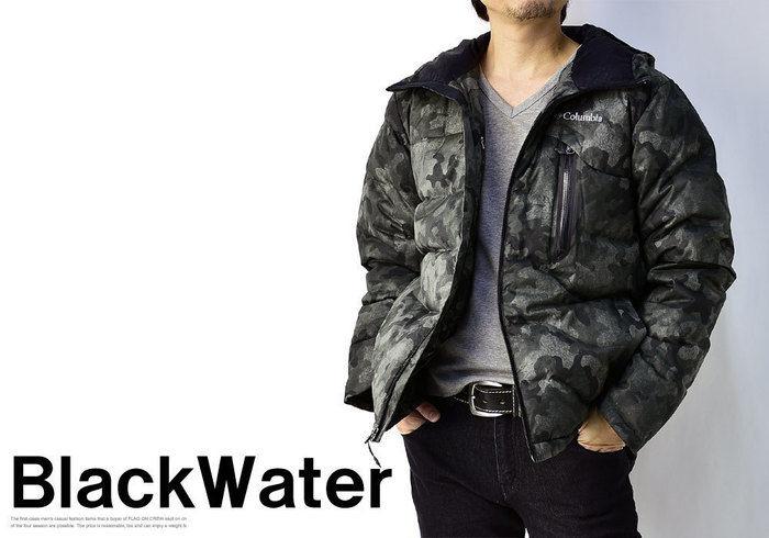 コロンビアのダウンジャケットを着た男性