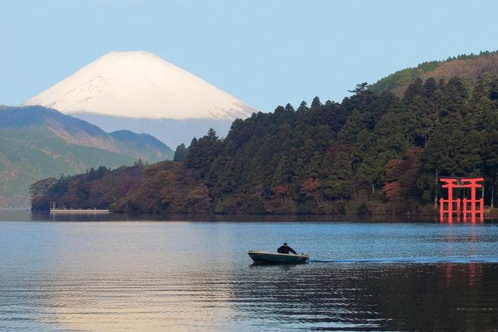 芦ノ湖キャンプ村 レイクサイドヴィラから観える広大な湖と富士山の景色