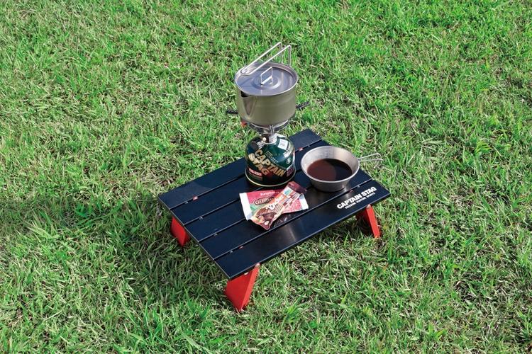 折りたたみ派より、丸める派!場所を取らずに持ち運べるロールテーブルがオススメ!