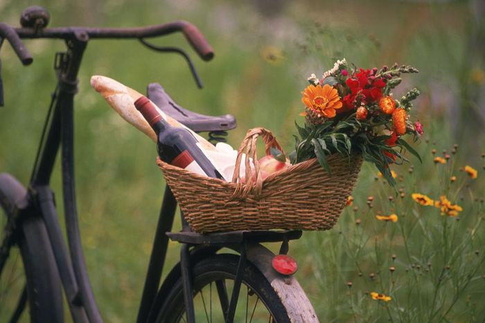 お花を飾ったバスケット