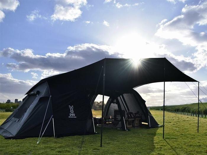 組み立てたカマボコテント2のブラックバージョン