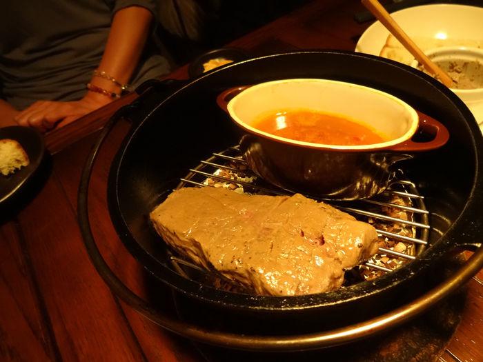 ダッチオーブンとスキレットで作る料理