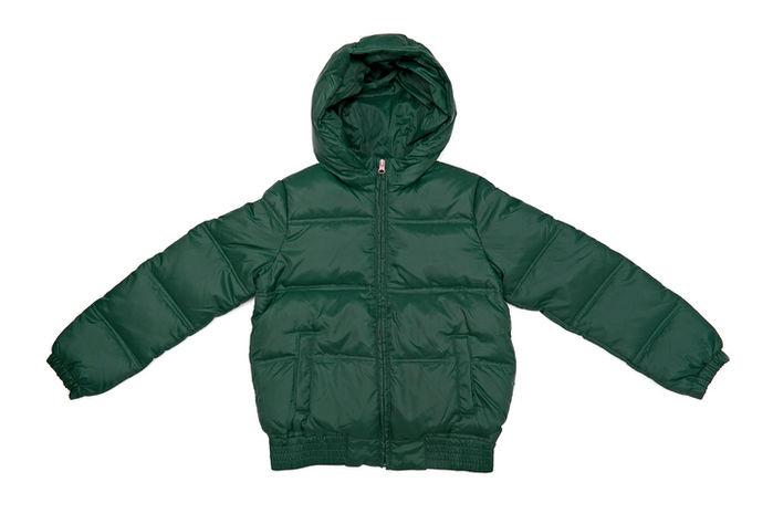 緑のダウンジャケット