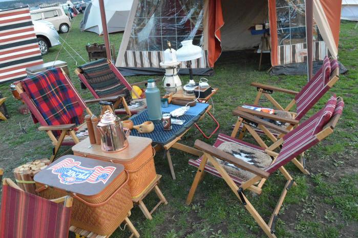 アメリカンヴィンテージなキャンプサイトのリビングスペース