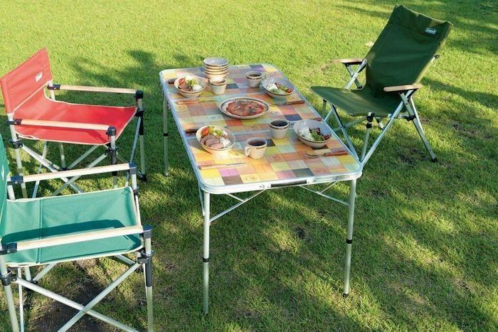 テーブルを使ったピクニックの様子