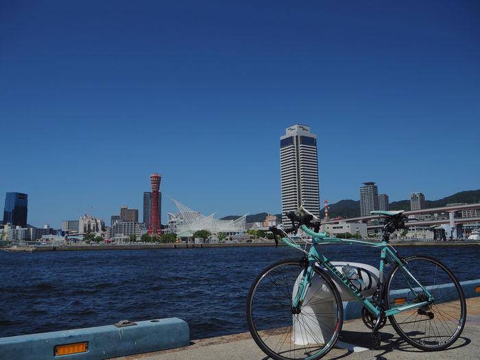 神戸港とロードバイク