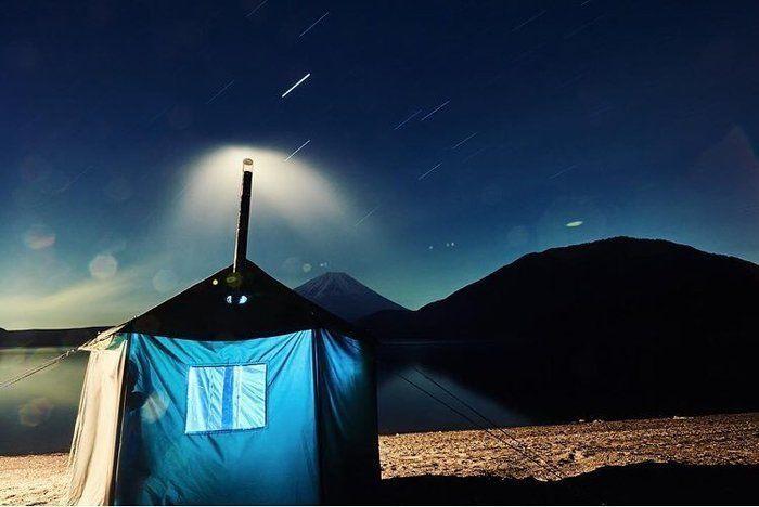 星空の下のサウナキャンプ