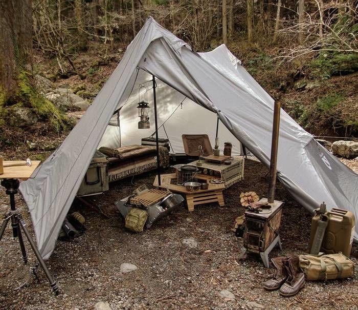 ツーポールシェルターを使ったおしゃれなキャンプサイト