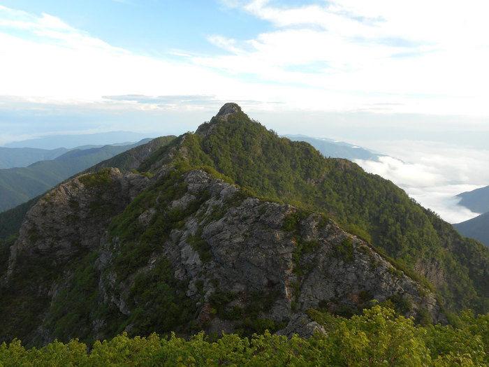 鋸山の外観