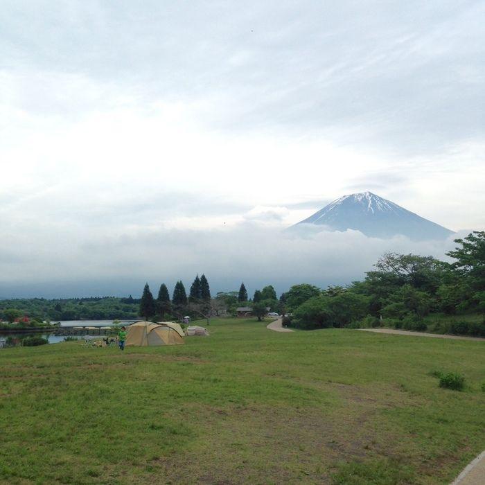 田貫湖キャンプ場のキャンプサイトと富士山