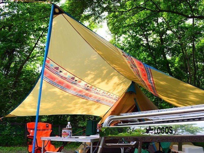ロゴスのタープを使用したキャンプサイト