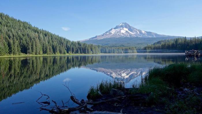 湖に浮かぶマウント・フッドの絶景