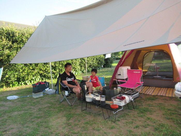 ファミリーキャンプを楽しむ親子