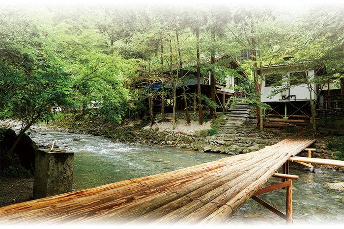 せせらぎキャンプ場の川にかかる橋