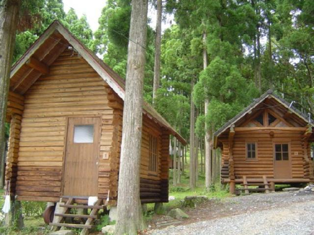 山中キャンプ場のログハウス