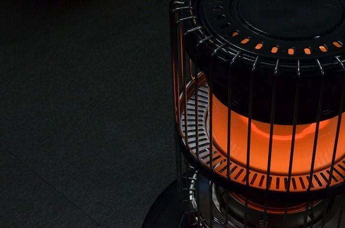 石油ストーブに火がついている写真