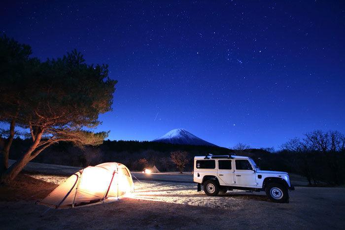 富士山の見える夜のキャンプ