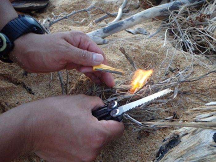 火を起こす様子