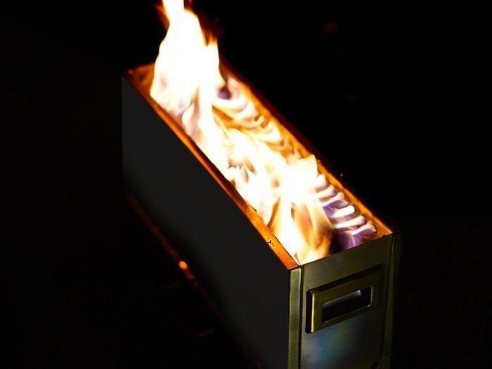 DODの焚き火台を使った焚き火の画像