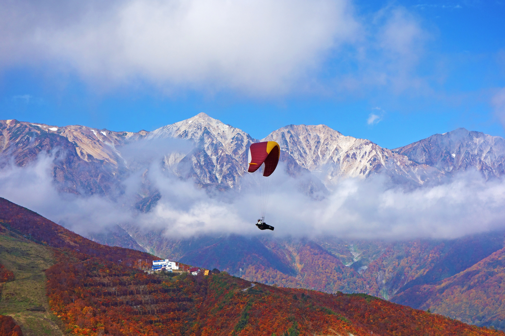 秋キャンプで空中散歩!?北アルプスの色づく紅葉なら「白馬」のキャンプ場しかない!