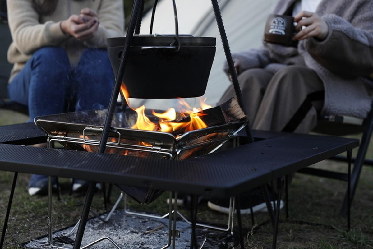 焚き火テーブルと焚き火