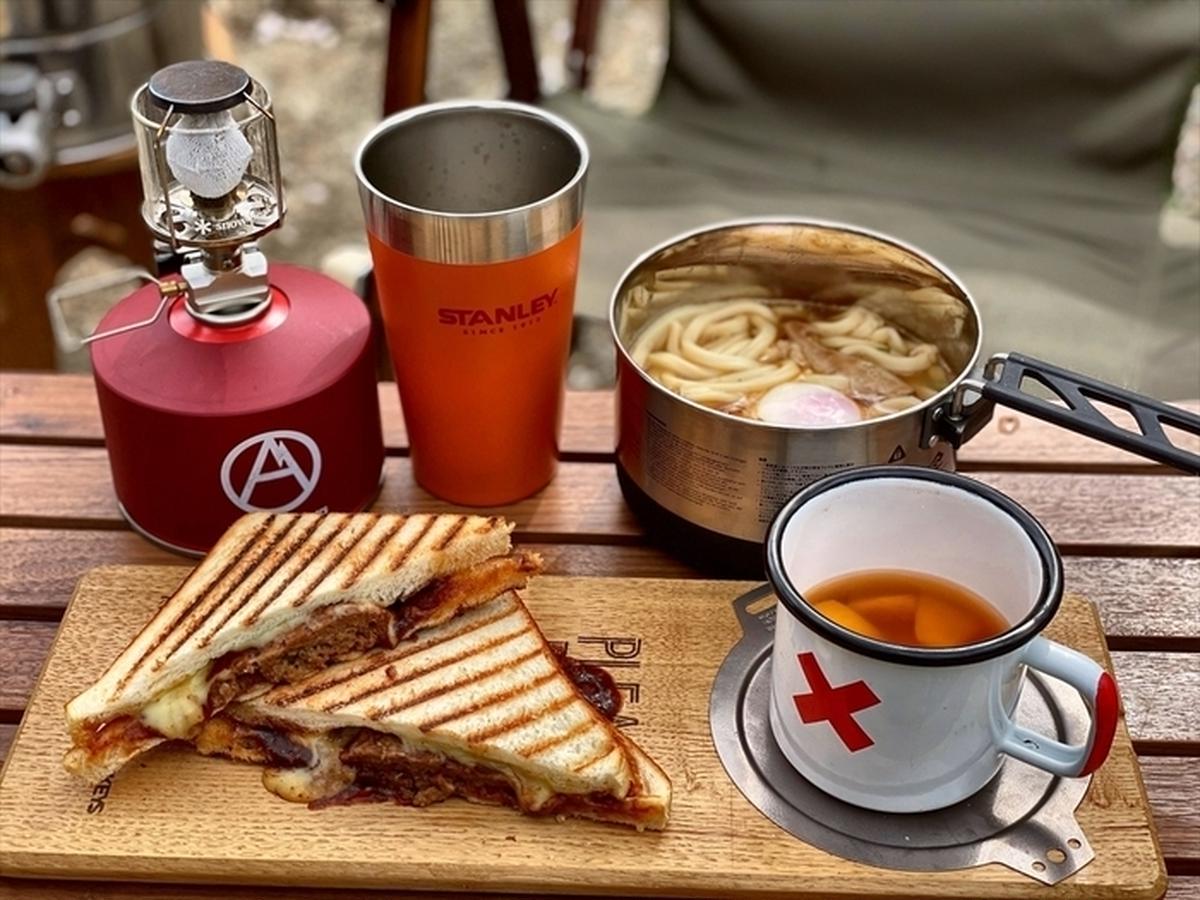 セブンイレブン食材で時短キャンプ料理。今週末に試したい「金のホットサンド」!?【コンビニキャンプめしvol.1】