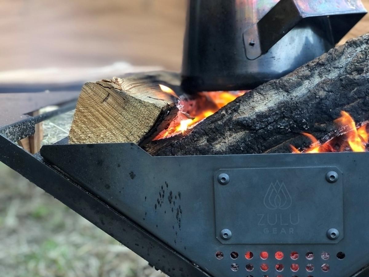 ZULU GEARの焚き火台「ZG-X1」がついに一般発売。ファミリーキャンプで使えるスライド機能とは?