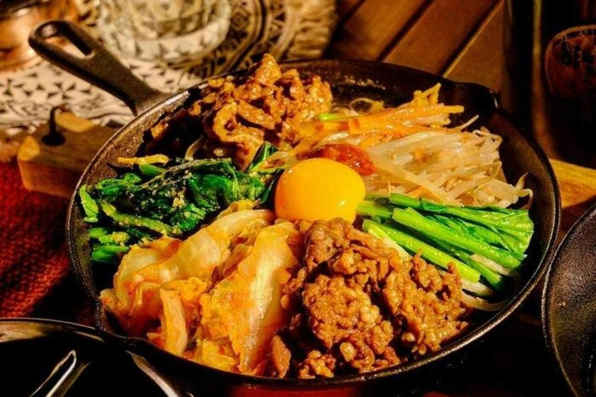 フライパン・スキレットで極上キャンプ飯!ガッツリからおつまみまで、ワンランク上の9レシピ【みんなの#ひなたごはん】