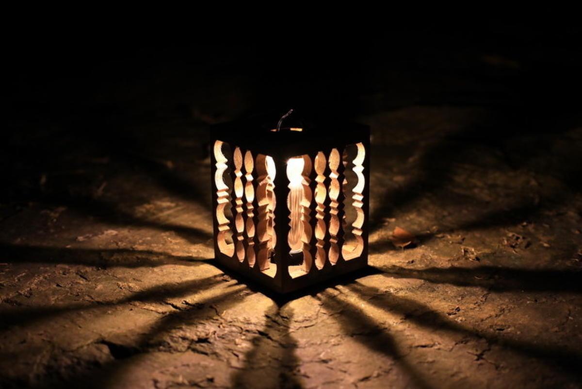 人気LEDライト・ゴールゼロ用の木製シェード「ゼロナイツ」。キャンプ場で感じるぬくもりの極致