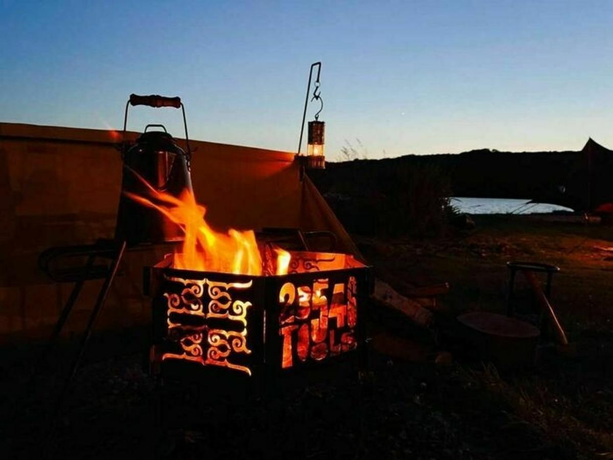 アイヌ文様が浮き上がる癒やしの焚き火台。キャンプで感じる悠久のとき