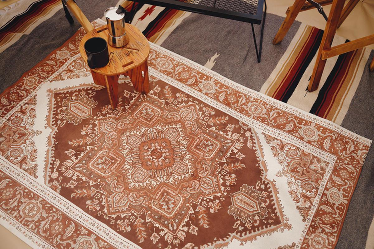 【キャンプのラグに新星】外でも使えるペルシャ絨毯!?「グランピングマット」でシルクロードスタイル