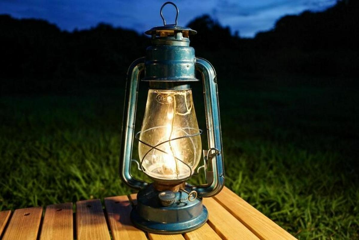 灯が美しいオイルランタン