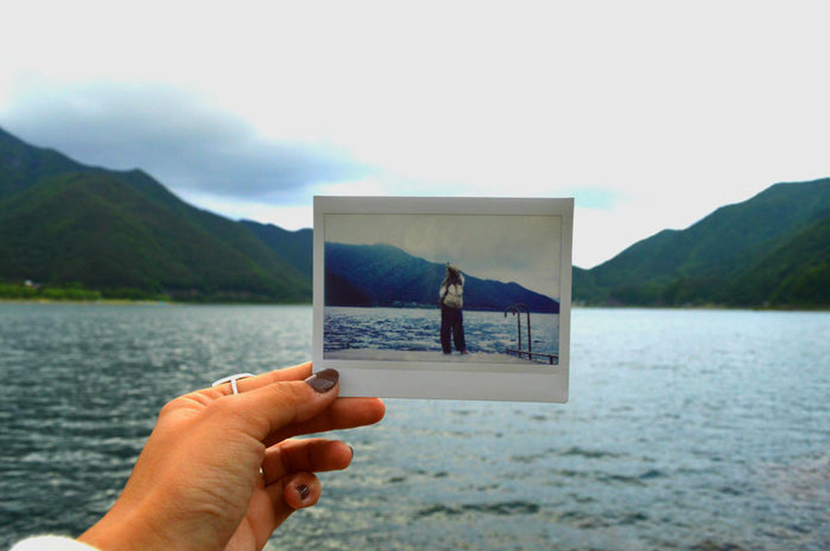 湖の地平線に写真を重ねたフォトインフォト