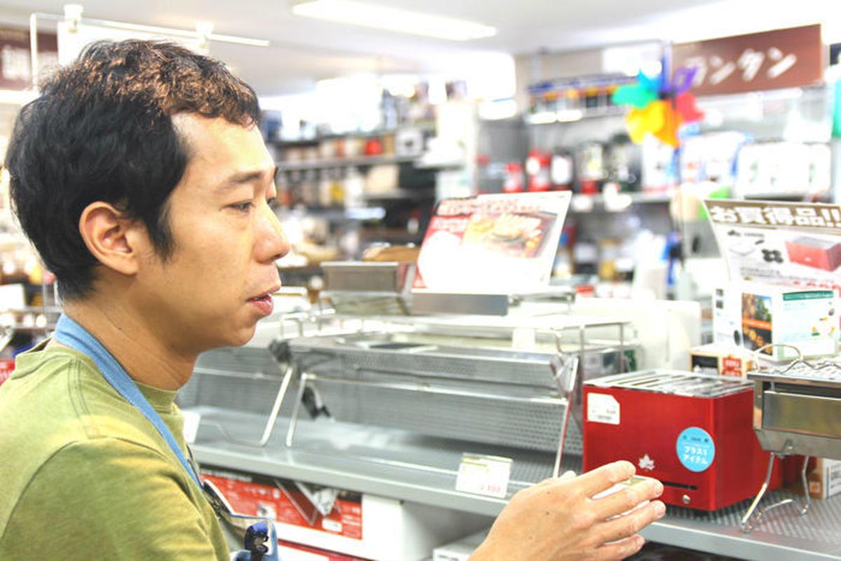 L-Breath御茶ノ水店のスタッフさんがおすすめしてくれている様子